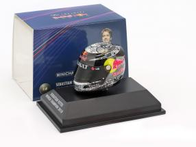 S. Vettel Red Bull GP Abu Dhabi Formula 1 World Champion 2010 Helmet 1:8 Minichamps