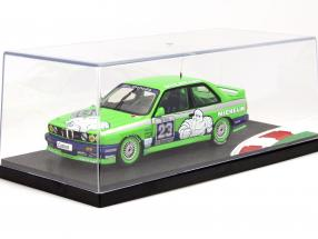 6 pieces showcases with racetrack and curb
