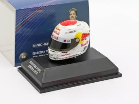 S. Vettel Red Bull GP Suzuka Formula 1 World Champion 2010 Helmet 1:8 Minichamps