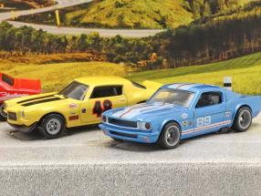 4-Car Set Going to the races: Flatbed Truck mit 3 Rennwagen 1:64 HotWheels