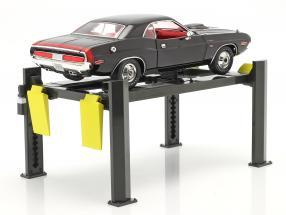 Adjustable Four post lift dark grey / yellow 1:18 Greenlight