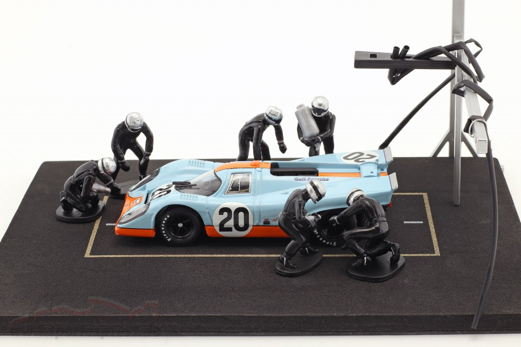 Pit stop mechanic set with 6 characters and equipment black