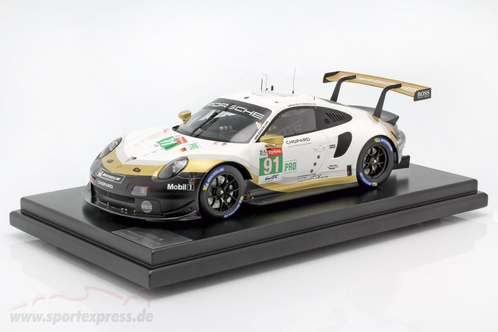 Porsche 911 RSR #91 world champion 24h LeMans 2019 with showcase